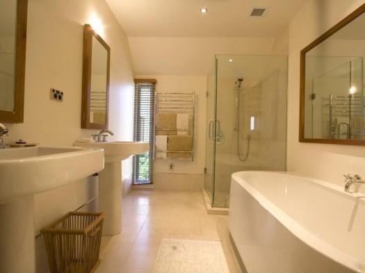 Фарфоровая плитка в ванной комнате