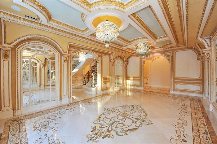 Мраморная плитка в холле