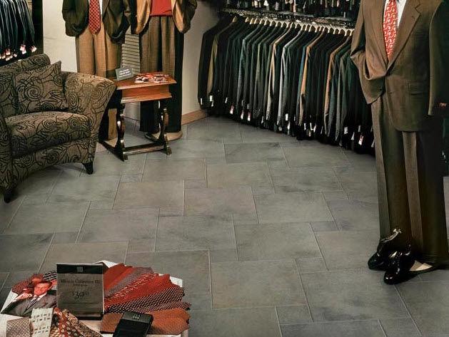 Плитка из фарфорова в магазине одежды