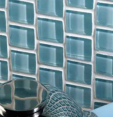 Стеклянная плитка на стене