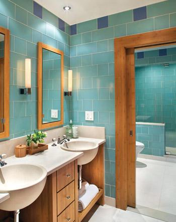 Плитка на стене в ванной комнате