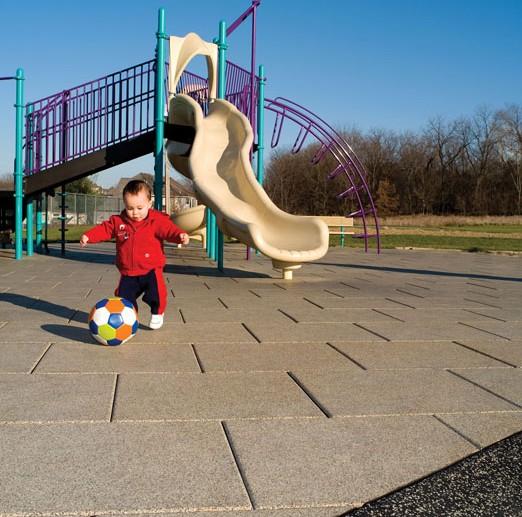 Плитка из резиновой крошки на детской площадке