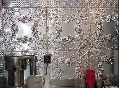 Металлическая плитка на кухне