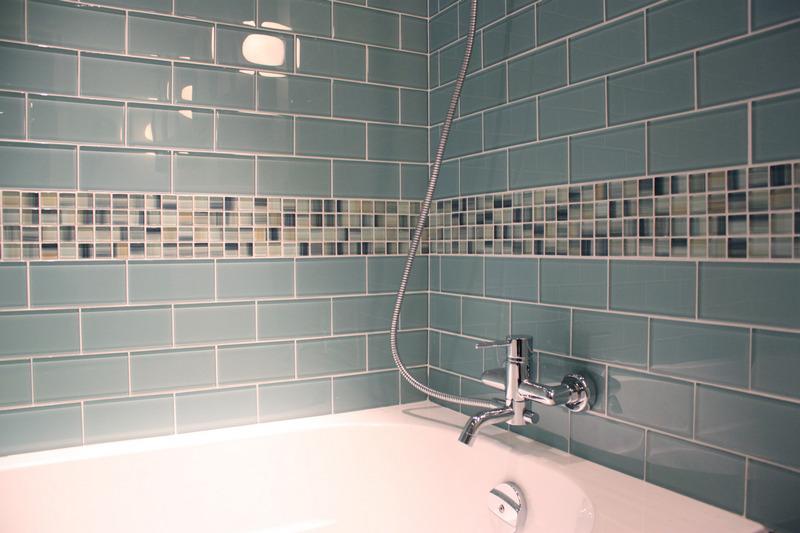 Стеклянная плитка для ванной фото