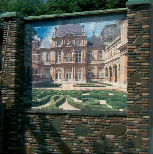 Облицована стена фасадной плиткой