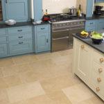 На кухне: плитка из известняка