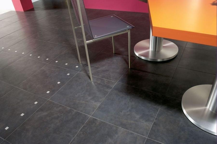 Неглазурованная керамическая плитка в квартире