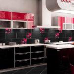 Черный с красным - плитка на кухне