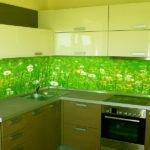 Зеленый цвет плитки на кухне