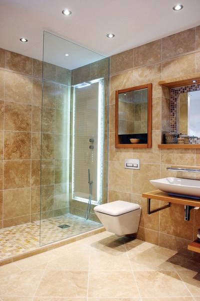 Мраморная плитка в ванной комнате