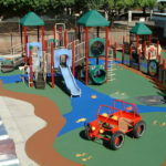 Плитка из резиновой крошки на детской площадке фото