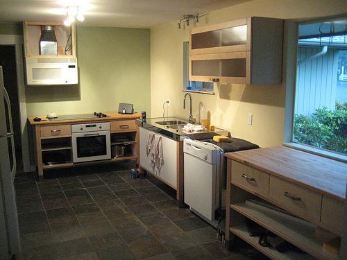 Сланцевая плитка на кухне