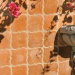 Терракотовая плитка во дворе