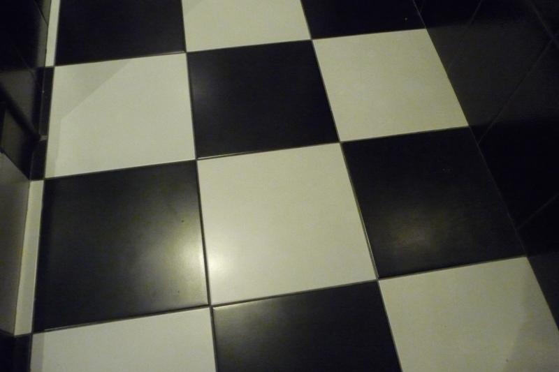 Черно-белая матовая плитка