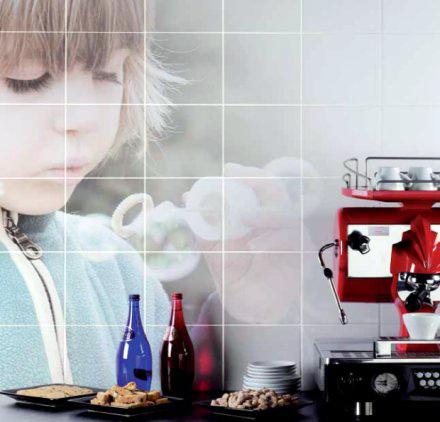 Фотография на плитке на кухне