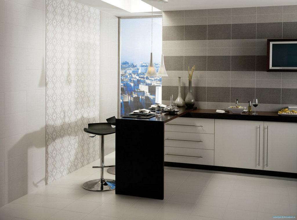 Светлая плитка на кухне