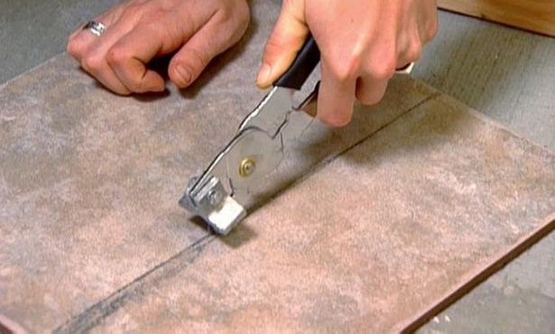 Как положить кафельную плитку своими руками на пол