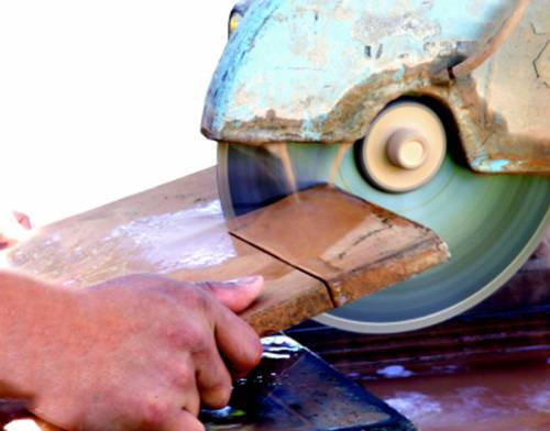 Режем терракотовую плитку плиткорезом