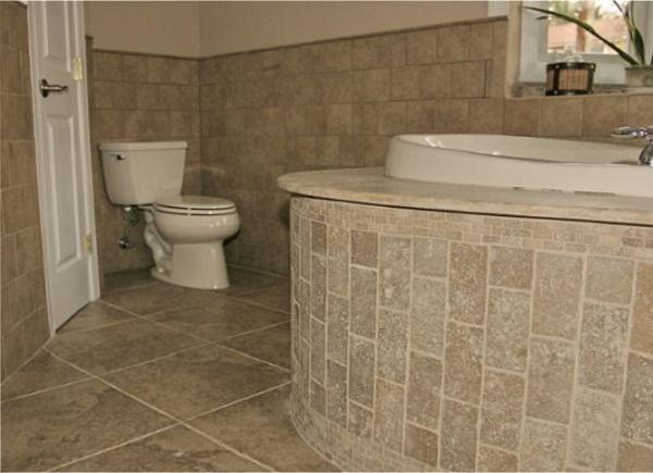 Как клеить плитки в ванной своими руками